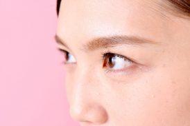 顔の目元のたるみやハリのなさ、毛穴の開きに人気の美容液!
