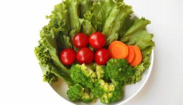 なかなか消えないニキビ跡の赤み、それを食べ物で治すことって出来るの?